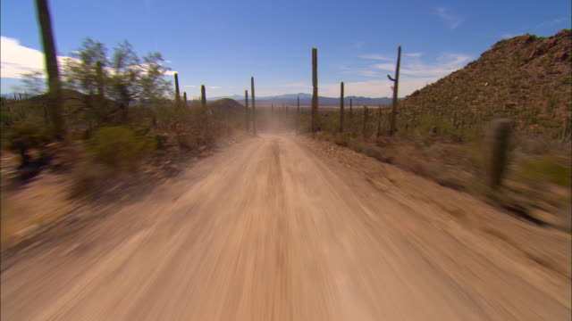 vídeos y material grabado en eventos de stock de rear pov, car driving through desert, new mexico, usa - southwest usa