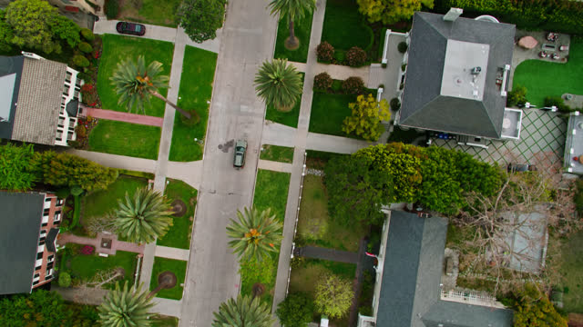 autofahrt durch hancock park - antenne - blickwinkel aufnahme stock-videos und b-roll-filmmaterial