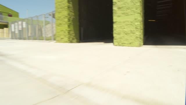 car pov entering a parking garage / los angeles, california, united states - 立体駐車場点の映像素材/bロール