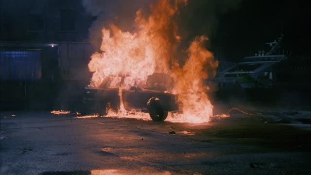 vídeos de stock e filmes b-roll de ms td car exploding / unspecified - burning