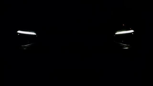 vidéos et rushes de car headlight on black background - lampe frontale