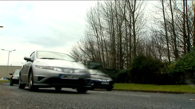 honda shuts down swindon factory for four months england wiltshire swindon ext sign reading 'honda south gate' pull out to cars honking horns as... - ホンダ点の映像素材/bロール