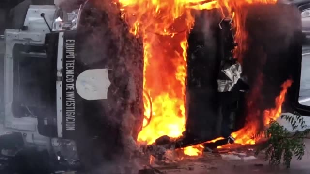 car is set alight in the nicaraguan capital of managua as anti government demonstrators fill the streets and shout for freedom - managua stock videos & royalty-free footage