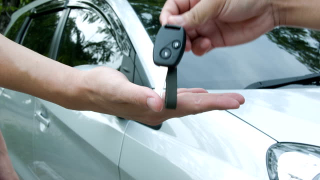 stockvideo's en b-roll-footage met car keys. - lening