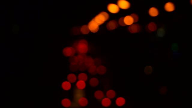 フォーカス ライトの車 - ヘッドライト点の映像素材/bロール