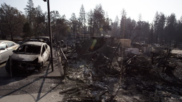 vídeos de stock e filmes b-roll de car lot destroyed in california fire - acidente natural