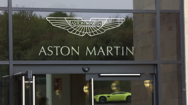 vídeos y material grabado en eventos de stock de car manufacturing at aston martinƒs gaydon hq in gaydon england united kingdom on tuesday september 4 2018 - escritura occidental