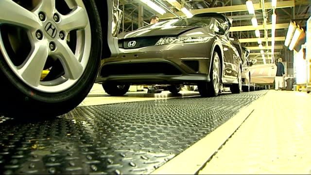 job losses at honda lib int honda cars along on production line worker assembling engine workers along by honda crv car - ホンダ点の映像素材/bロール