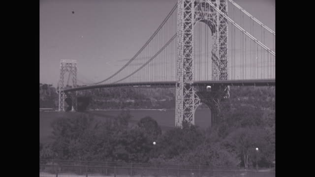 ws pan car moving on george washington bridge / washington heights, manhattan, new york city, new york state, united states - manhattan bridge stock videos and b-roll footage