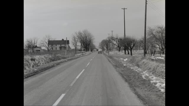 vídeos y material grabado en eventos de stock de ws pov car moving on road with bare trees and house / united states - poste telegráfico