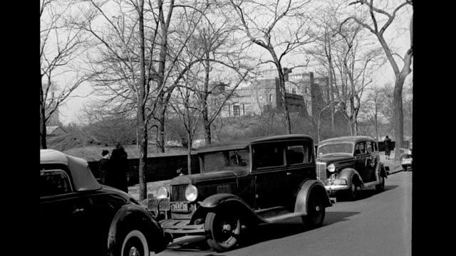 car moving south on 5th avenue on january 01, 1938 in new york city, new york - オーバーコート点の映像素材/bロール