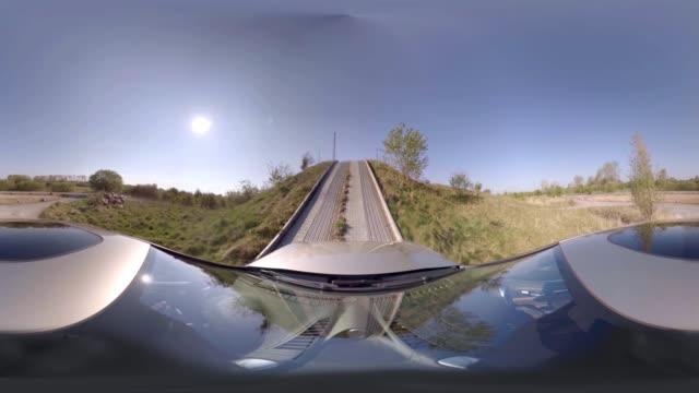 vídeos de stock e filmes b-roll de car offroad ride - panorama equiretangular