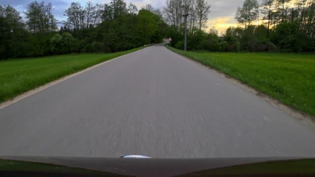 bil pov: på en bayersk landsväg under våren vid solnedgången - landsväg bildbanksvideor och videomaterial från bakom kulisserna