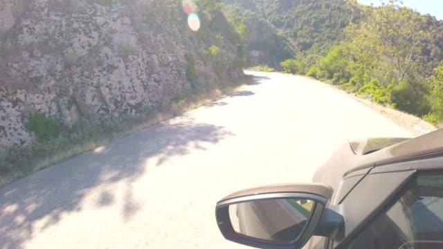夏にコルシカ島国の道路上の車 - ピアナ点の映像素材/bロール