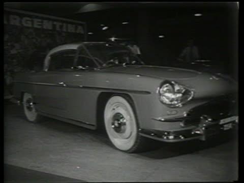vidéos et rushes de car on display at car show / sound - voiture particulière