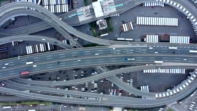 car on highway - 高速道路点の映像素材/bロール