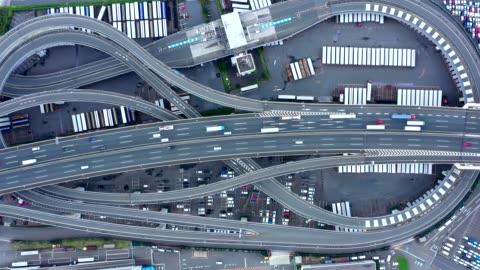 vídeos y material grabado en eventos de stock de car on highway - vehículo terrestre