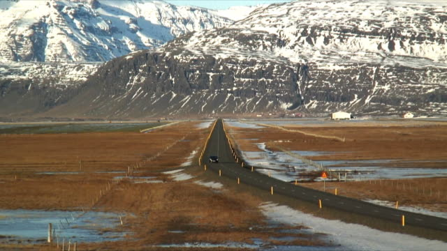 ws zi car on icelandic ring road near jokulsarlon, snow capped mountains in background, iceland - peter snow stock videos & royalty-free footage