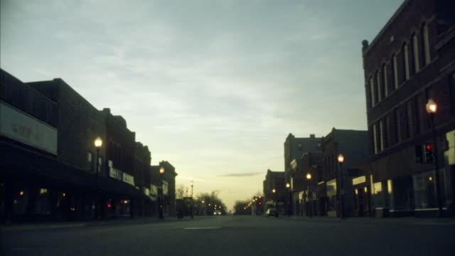 la ws car on small town street at dawn/ pipestone, minnesota - ミネソタ州点の映像素材/bロール