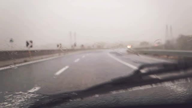 Onboard Camera Car: Guida sotto la pioggia