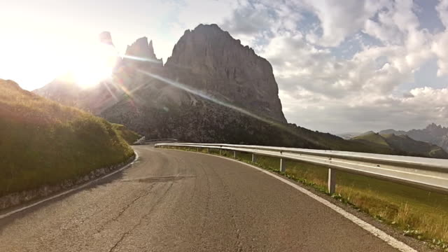 Auto-Onboard-Kamera auf der Mountain Road: Sella Pass