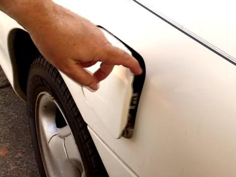 car or truck gas cap - {{asset.href}} bildbanksvideor och videomaterial från bakom kulisserna