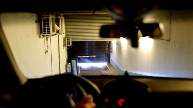 stockvideo's en b-roll-footage met auto uit de garage - ingang