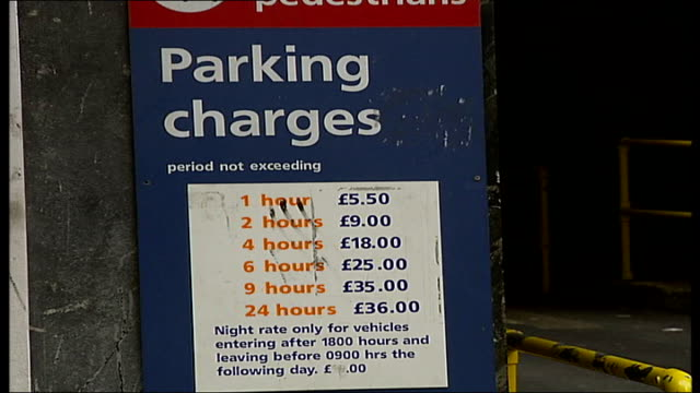 vídeos de stock e filmes b-roll de car park selloff in london entrance to chiltern street car park notice of car parking charges name over entrance to car park parking sign outside... - street name sign