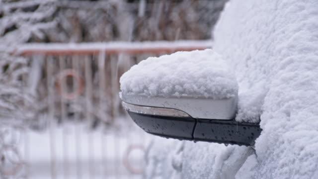 ds auto im schnee - feststecken stock-videos und b-roll-filmmaterial