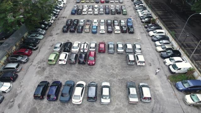 parkplatz parken  - parking stock-videos und b-roll-filmmaterial
