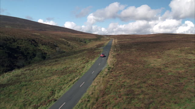 vidéos et rushes de ws aerial pov car passing moving on highway of hillsides / unspecified - 20 secondes et plus