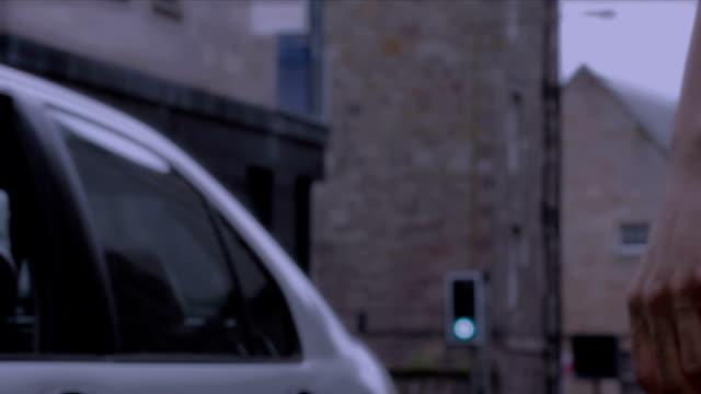 vídeos y material grabado en eventos de stock de car tome prostitución en la calle - prostituta