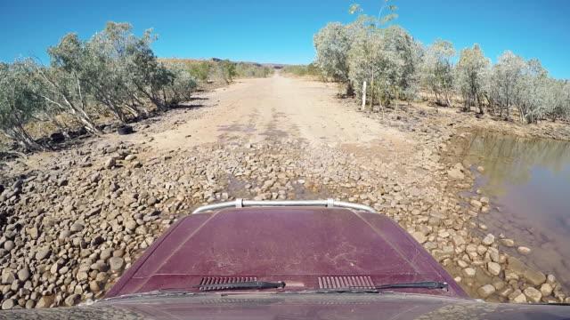 car point of view driving through the pentecost river crossing, gibb river road, the kimberley, western australia, australia - ペンテコステ点の映像素材/bロール