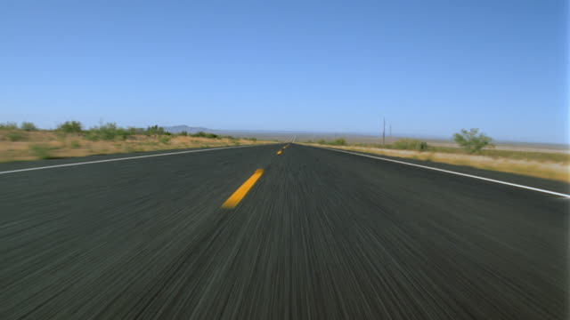 vidéos et rushes de car point of view on desert road / texas - droit