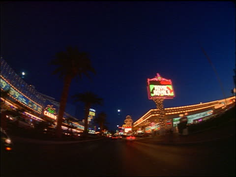 vídeos y material grabado en eventos de stock de semi-fisheye car point of view on las vegas strip past casinos + hotels at night - 1996