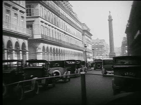 stockvideo's en b-roll-footage met b/w 1926 car point of view on rue de la paix with traffic + people crossing toward the colonne vendome / paris - colonne vendome