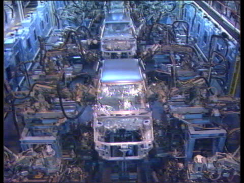 report; longbridge rover tms rover car bodyshells on production line as welded by robots to graphic - longbridge stock videos & royalty-free footage
