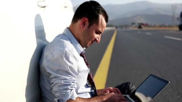 vídeos de stock e filmes b-roll de car problems - liso