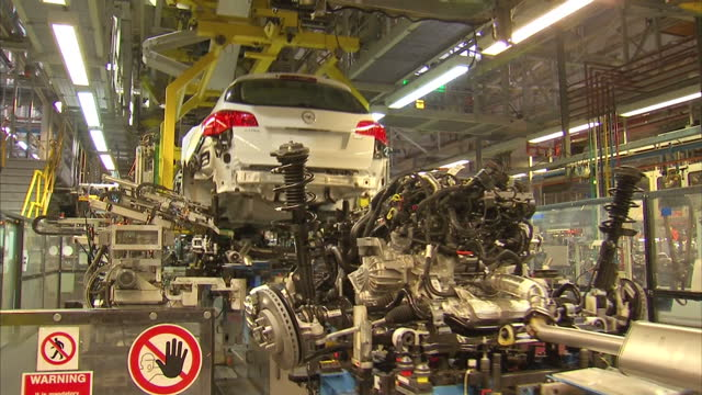 car production in the uk has hit a 10year high as the industry defies the manufacturing slump and exports a record number of vehicles abroad the... - 機械類点の映像素材/bロール
