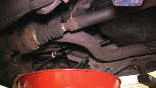 vídeos y material grabado en eventos de stock de reparación de automóviles. garaje de reparación. servicio de automóvil. - carrocería