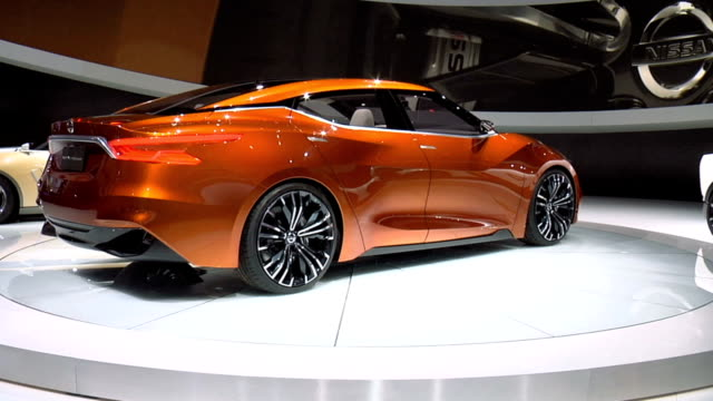 ws car revolving on turntable / xws narrator on stage flanked by nissan idx freeflow sport sedan concept and idx nismo concept cars talks about how... - narrating stock videos & royalty-free footage