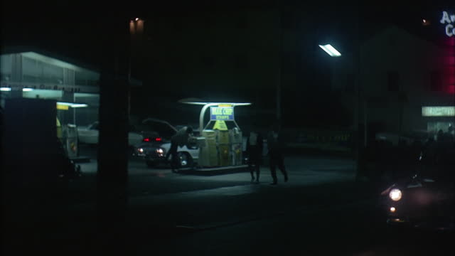 vidéos et rushes de rear pov car riding on city street at night, los angeles - 1971