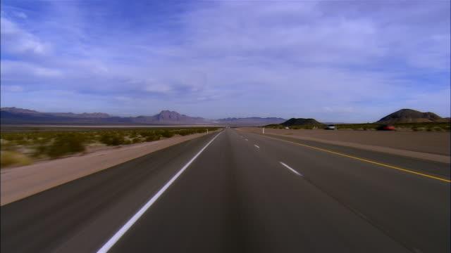 vidéos et rushes de rear pov, car riding on highway, boulder city, nevada, usa - comté de clark nevada