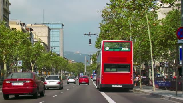 pov, car riding through city, barcelona, spain - スペイン バルセロナ点の映像素材/bロール