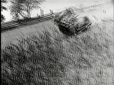 vidéos et rushes de pan, shaky, b/w, car rolling down hill, usa - b roll