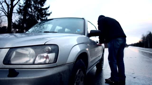 vídeos y material grabado en eventos de stock de robo de coche - ladrón de casas