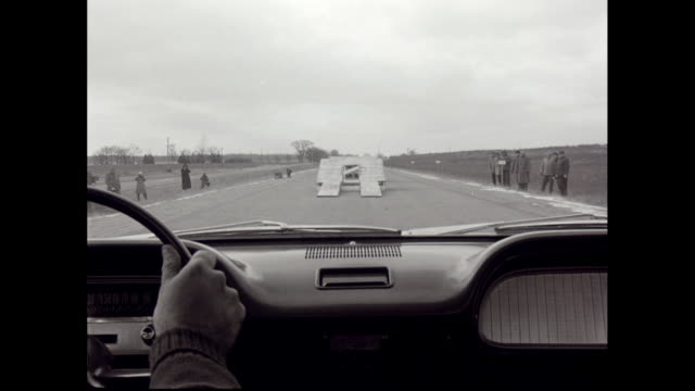 vidéos et rushes de ws car pov through windshield, driving car onto ramp and jumping to another ramp / united states - intérieur de véhicule