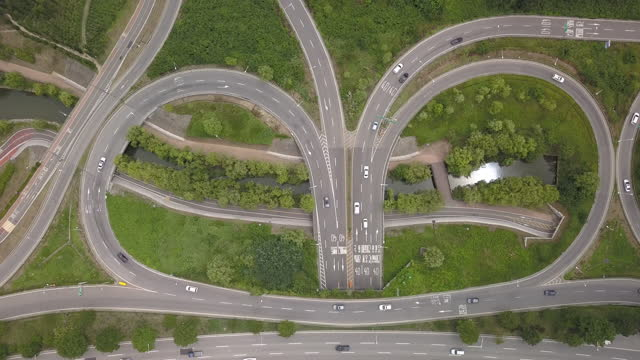 car traffic on olympic expressway at yeoui interchange / yeongdeungpo-gu, seoul, south korea - winding road stock videos & royalty-free footage