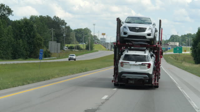 car transporter on interstate 24 in america amid the 2020 global coronavirus pandemic - heavy goods vehicle stock videos & royalty-free footage