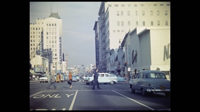 vidéos et rushes de 1956 pov car traveling along hollywood avenue, los angeles - hollywood california